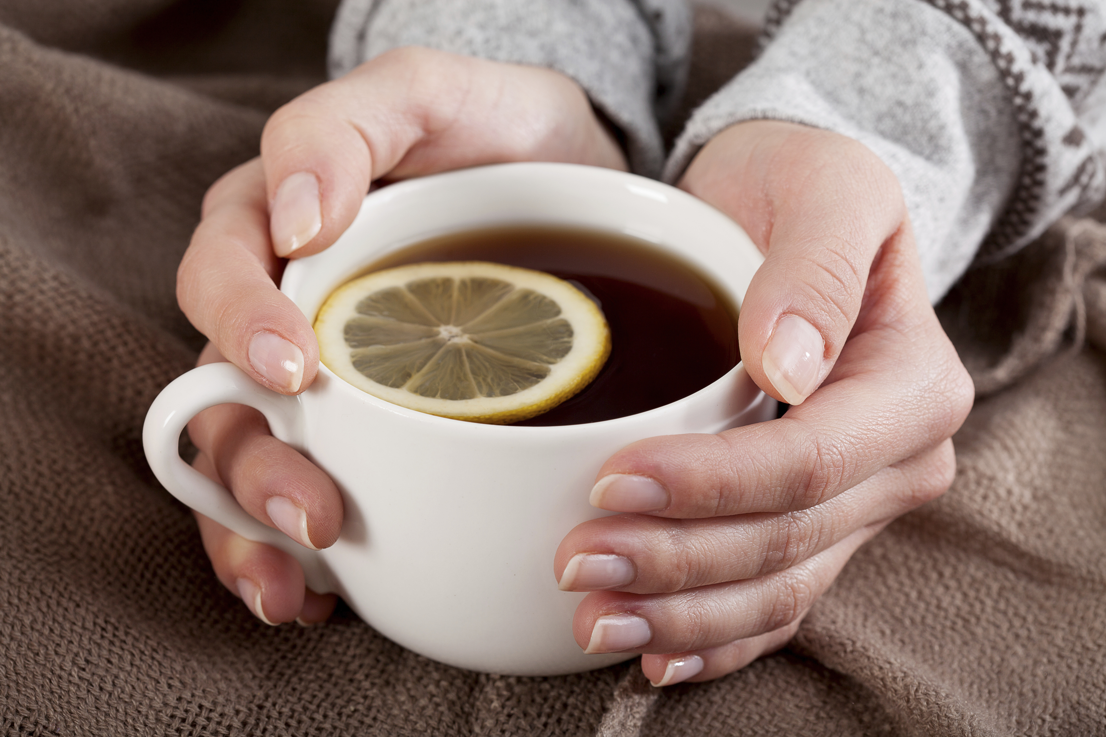 hands with tea and lemon